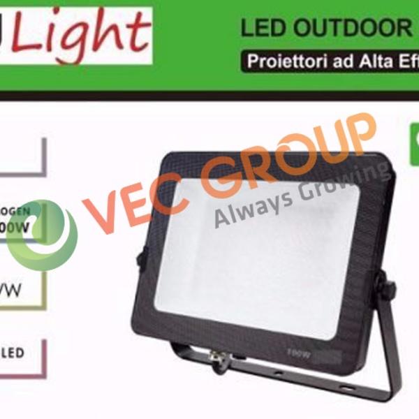 Đèn LED chiếu sáng sân bóng